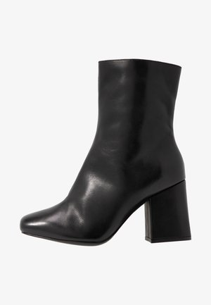 LEATHER BOOTIE - Classic ankle boots - black