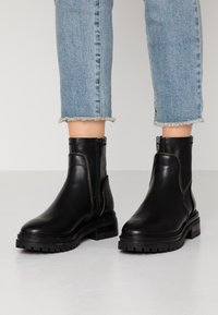 Even&Odd - LEATHER BOOTIE - Platform ankle boots - black - 0