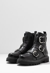 Even&Odd - LEATHER PLATFORM BOOTIE - Botines camperos - black - 4