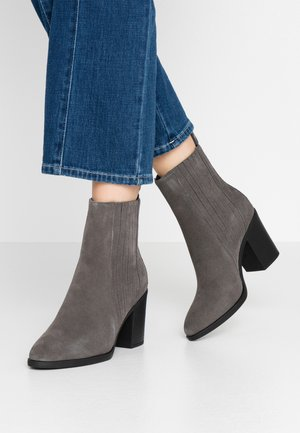 LEATHER CHELSEA BOOTIE - High heeled ankle boots - grey