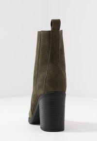 Even&Odd - LEATHER CHELSEA BOOTIE - Kotníková obuv na vysokém podpatku - oliv - 5