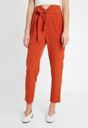Pantalon classique - rusty red as proto