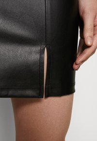 Even&Odd - FAUX-LEDERN MINI ROCK - Mini skirts  - black - 4
