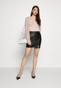 Even&Odd - FAUX-LEDERN MINI ROCK - Mini skirts  - black - 1