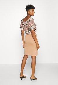 Even&Odd - BASIC - Pencil skirt with slit - Pencil skirt - camel - 2
