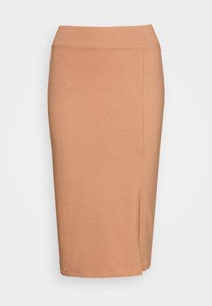 BASIC - Midi skirt with slit - Pouzdrová sukně - camel