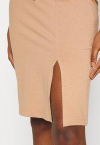 Even&Odd - BASIC - Pencil skirt with slit - Pencil skirt - camel - 4