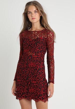 Sukienka koktajlowa - red