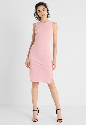 Vestido de tubo - rose