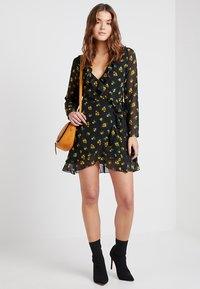 Even&Odd - Denní šaty - black/yellow - 1