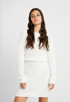 Stickad klänning - off-white