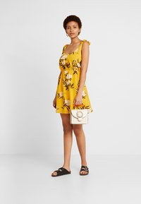 Even&Odd - Korte jurk - yellow - 2
