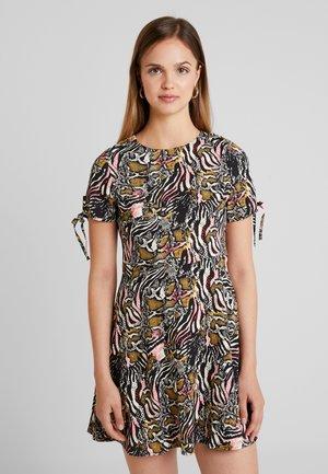 Denní šaty - white/black/pink