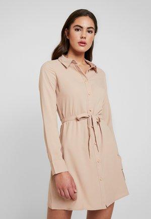 Denní šaty - camel