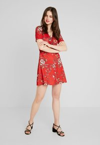 Even&Odd - Denní šaty - red floral aop - 2