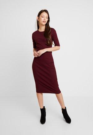 Denní šaty - beaujolais