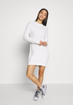 BASIC - Strikket kjole - white