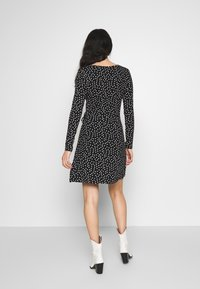 Even&Odd - FAKE WRAP DRESS - Trikoomekko - black/white - 2
