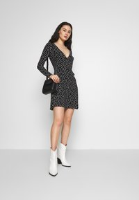 Even&Odd - FAKE WRAP DRESS - Trikoomekko - black/white - 1