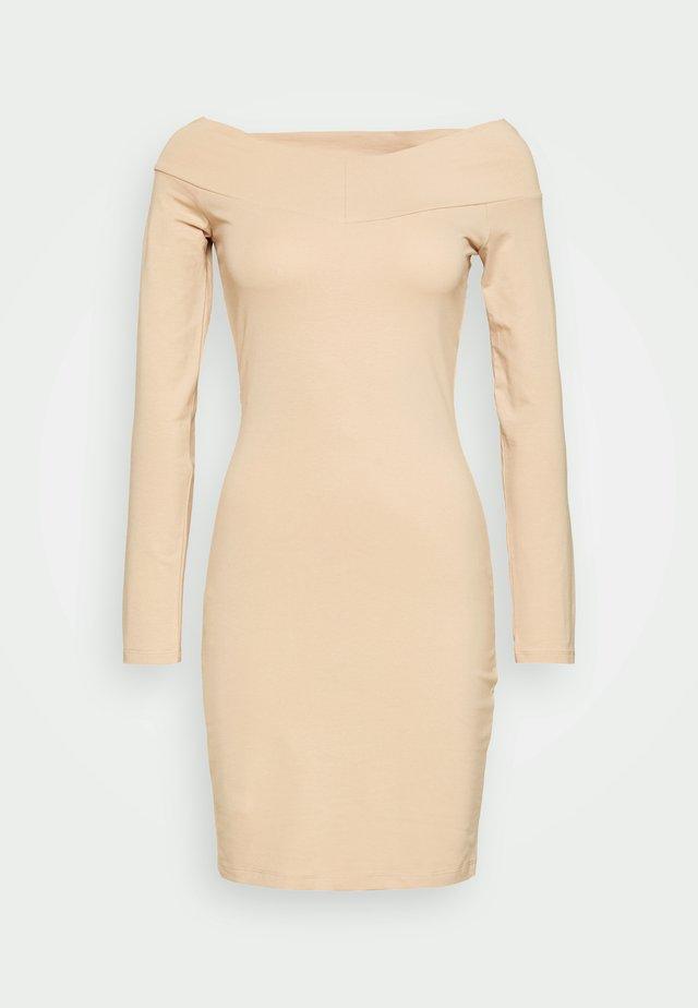 Pouzdrové šaty - cuban sand