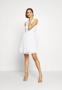 Even&Odd - BASIC OCCASSION MINI DRESS - Koktejlové šaty/ šaty na párty - white - 2