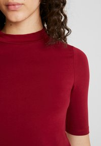 Even&Odd - T-shirt z nadrukiem - red - 4