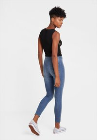 Even&Odd - CROPPED TANK TOP WITH BUTTON DETAIL - Top - black - 2
