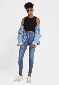 Even&Odd - CROPPED TANK TOP WITH BUTTON DETAIL - Top - black - 1