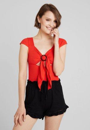 BODY - Print T-shirt - red