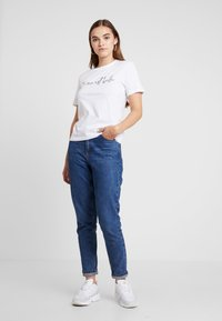 Even&Odd - T-shirts med print - white - 1