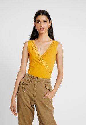 T-shirts med print - golden yellow
