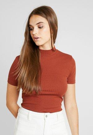 BASIC - T-shirt z nadrukiem - rust