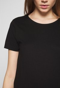 Even&Odd - T-shirt basic - black - 4
