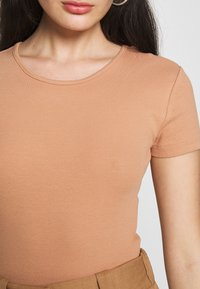Even&Odd - T-shirts - camel - 4