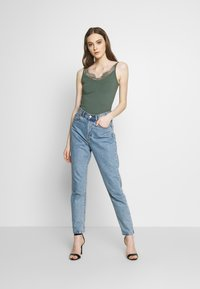 Even&Odd - Top - laurel wreath - 1