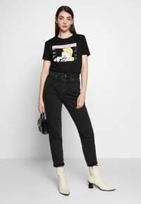 Even&Odd - HATTIE POP ART  - T-shirt imprimé - black