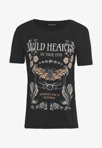 Even&Odd - LOULOU WILD HEARTS ROCK TEE - T-Shirt print - black - 0