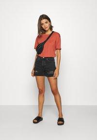 Even&Odd - Basic T-shirt - bruschetta - 1