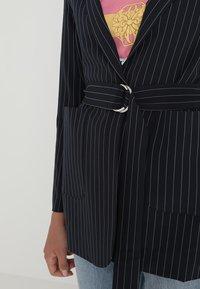 Even&Odd - Krátký kabát -  dark blue/ white - 4