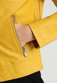Even&Odd - Giacca in similpelle - yellow - 5