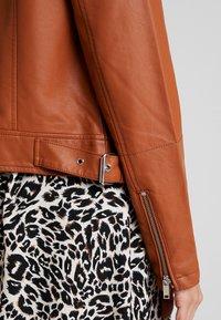 Even&Odd - Imitatieleren jas - brown - 4