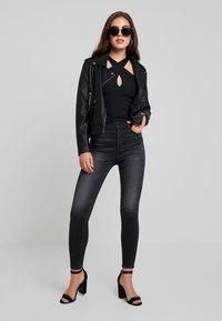 Even&Odd - Imitatieleren jas - black - 1