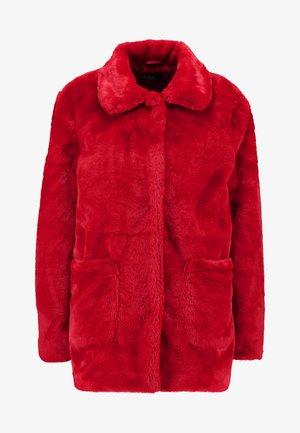 Abrigo - red