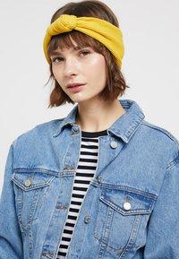 Even&Odd - 2 PACK HEADBAND - Hair styling accessory - dark blue/mustard - 2