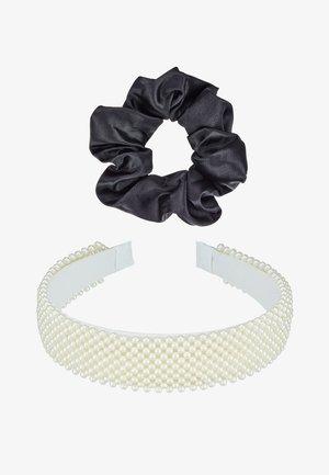 SET 2 PACK - Příslušenství kvlasovému stylingu - white/black
