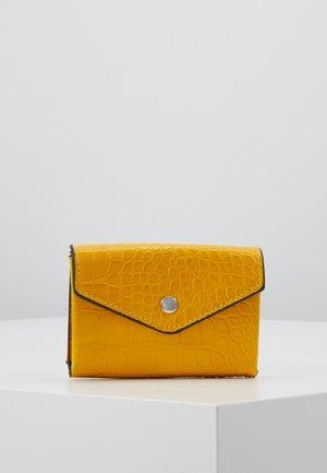 Lompakko - yellow