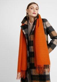 Even&Odd - Sjal / Tørklæder - orange - 0