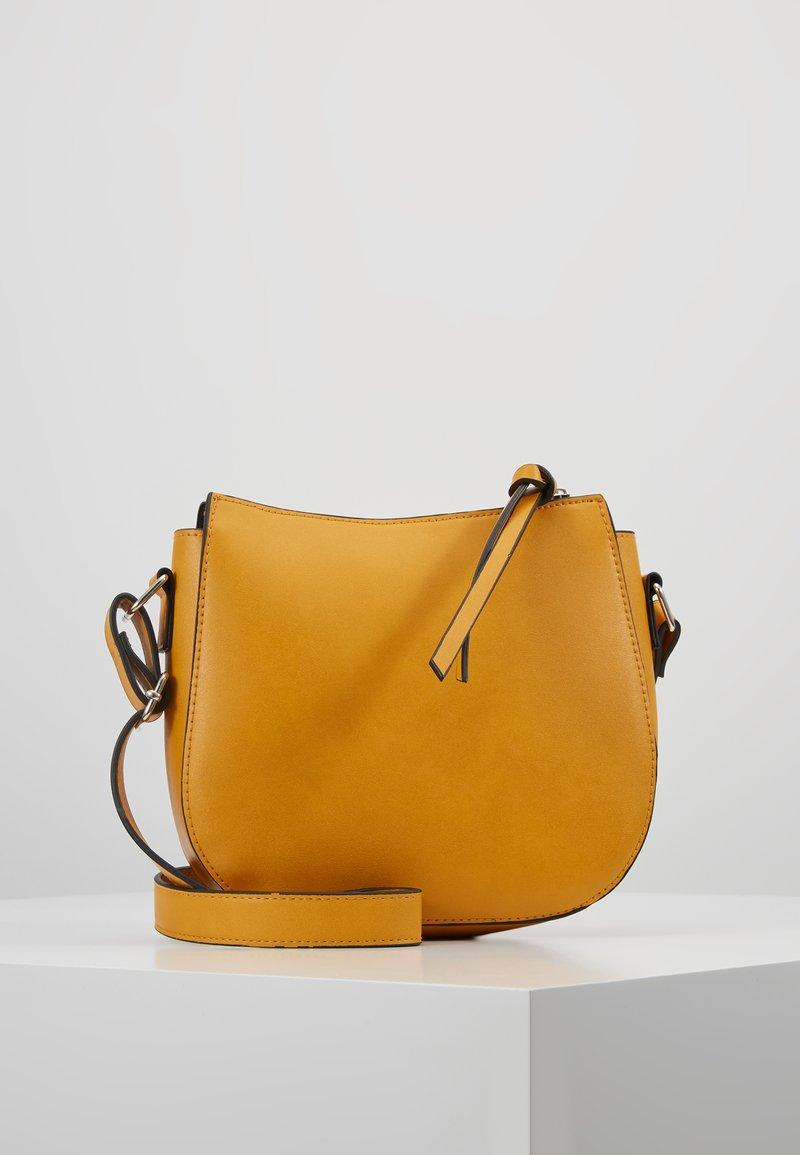 Even&Odd - Taška spříčným popruhem - dark yellow