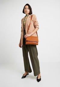 Even&Odd - Across body bag - cognac - 1