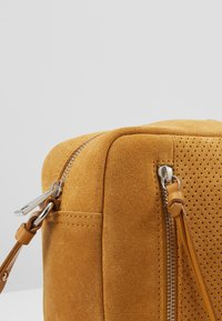 Even&Odd - LEATHER - Borsa a tracolla - mustard - 5
